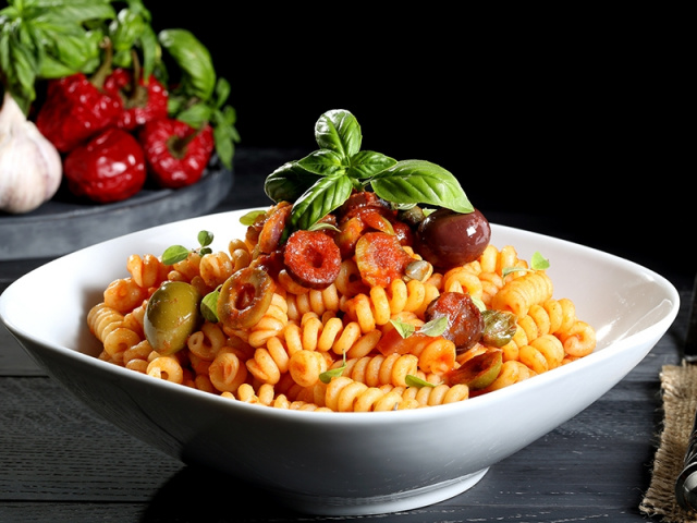 Tomato & Basil Pasta with Olives