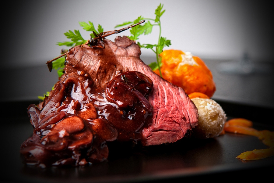 Venison with Classic Red Wine Sauce